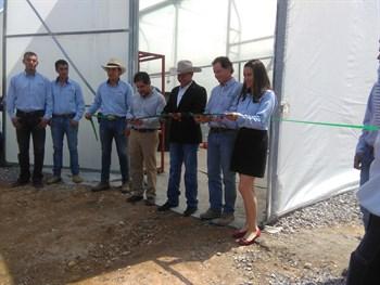 Los estudiantes de la Universidad CEICKOR inauguran su primer Invernadero.